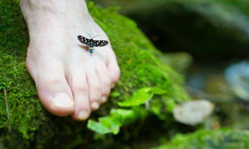 Bolący odcisk na małym palcu – jak sobie z nim poradzić